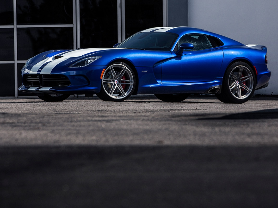 Dodge Viper with HRE P106